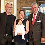 vlnr.: Robert Riedl, Mag. (FH) Birgit Bernhard  mit Tochter Linda (Welldone Werbung),  Mag. Dr. Hans Jörg Schelling (Hauptverband)
