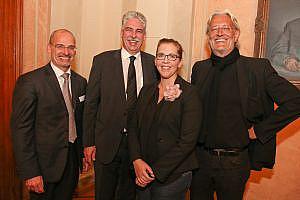 Robert Riedl (r) und Mag. Hanns Kratzer (l) mit Finanzminister Dr. Hans Jörg Schelling und Mag. (FH) Birgit Bernhard (c) Katharina Schiffl
