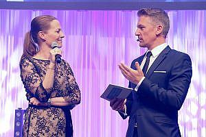 PMCA-Präsidentin Elisabeth Keil mit Moderator Andi Knoll