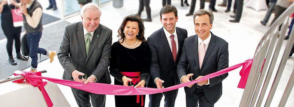 Steirische Politprominenz bei der Eröffnung: LH Schützenhöfer, Frauwallner, Assinger und Bürgermeister Nagl